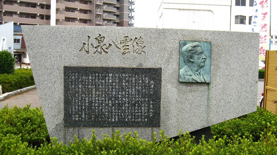 焼津駅前の小泉八雲顕彰碑