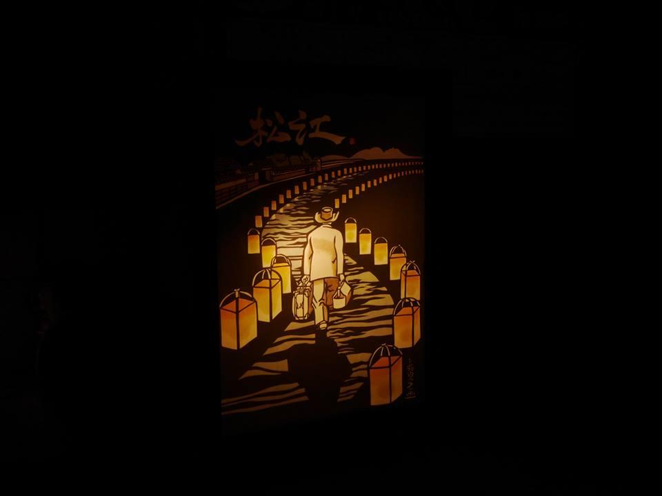 小泉八雲記念館前に置かれていた行灯の絵は『市報松江』10月号の表紙の切り絵